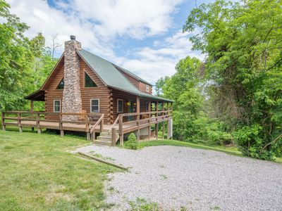 Photo for Great pet friendly cabin with wrap around decks! Close to Old Man's Cave!