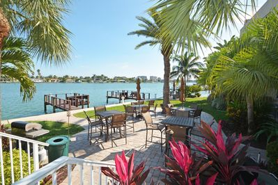 A large waterfront pool, three docks, outdoor grills and dining areas, free Wi-Fi, free on-site laundry facilities, the perfect place to plan a weekend getaway, memorable family vacation, class or family reunion, or a romantic holiday with that special person in your life.