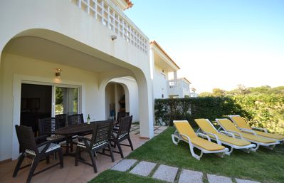 private garden with barbecue + 4 sunloungers