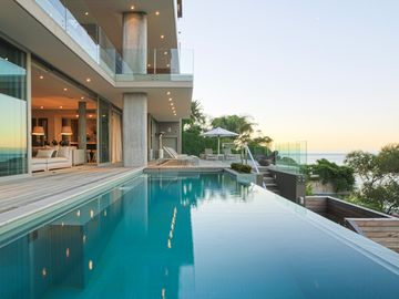 Ocean view Bantry House- saltwater infinity pool- outdoor fire pit, near beach