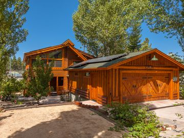 Lakefront/View Log Cabin--Open Flow, Gourmet Kitchen, Expansive Decks & Playfort
