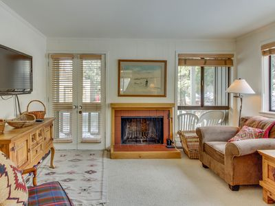 Photo for Cozy Cottonwood condo w/complimentary passes to shared pool, hot tub, & gym!