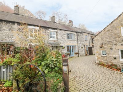 Photo for LABURNUM COTTAGE in Castleton, Peak District, Ref 934071