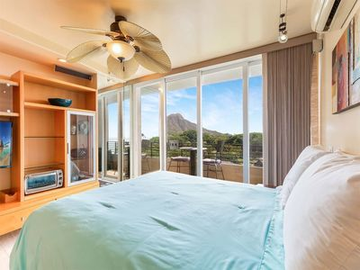 Chic OV Studio w/Kitchenette, Lanai, WiFi, AC, Flat Screen+Ceiling Fan–Waikiki Grand 711