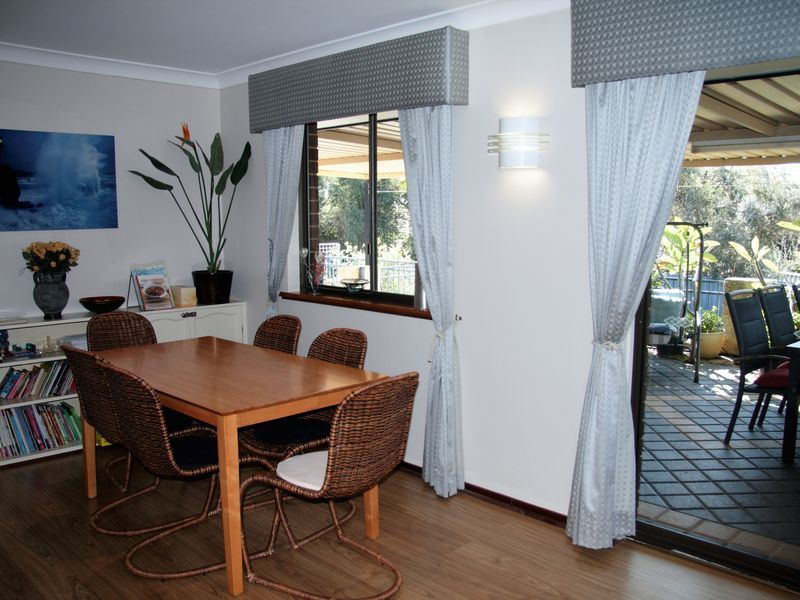 Lemon Tree Cottage - beautiful holiday home with pool near Hillary's, Perth