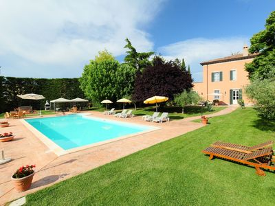 Photo for Private Villa with WIFI, private pool, TV, washing machine, pets allowed, parking, close to Assisi