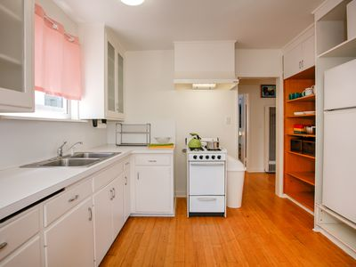Kitchen - There's ample counter space in the kitchen for dinner prep