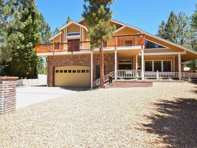 Alpenglow Chateau: Game Room with a Pool Table and Foosball! Outdoor Hot Tub! Large Fenced Yard!