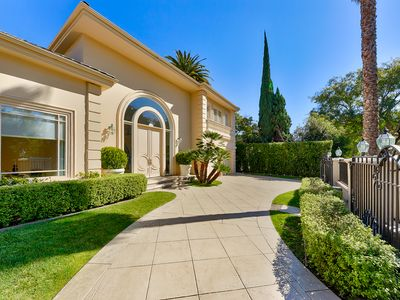ROXBURY REALE - Elegant Villa in the heart of BH, walking distance to Rodeo Dr.