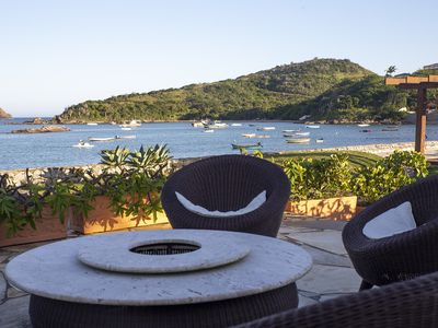 Photo for Beautiful house with five suites at the foot of the sand of Ferradura Beach