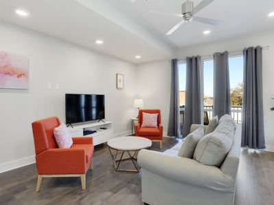 Photo for Bougie Bywater 1br w/ Pool 320