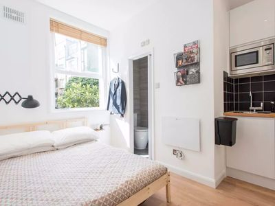 Photo for The Central London Hideaway (Soho) (WIFI) - GREAT VALUE