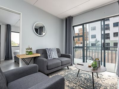 Photo for Charming and Smart 2 Bed Apartment (B022)
