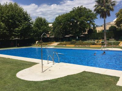 Photo for Central apartment with large pool and excellent location