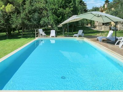 Photo for Cosy apartment in villa for 12 people with WIFI, pool, TV, pets allowed and parking