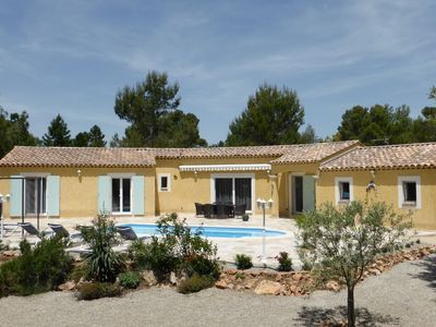 Photo for Detached spacious villa with private heated pool, 15 km from the Gorges du Verdon