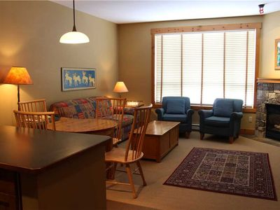 Photo for On-mountain condo with kitchen, access to outdoor pool, hot tubs & BBQ, 5min walk to ski lifts: T421