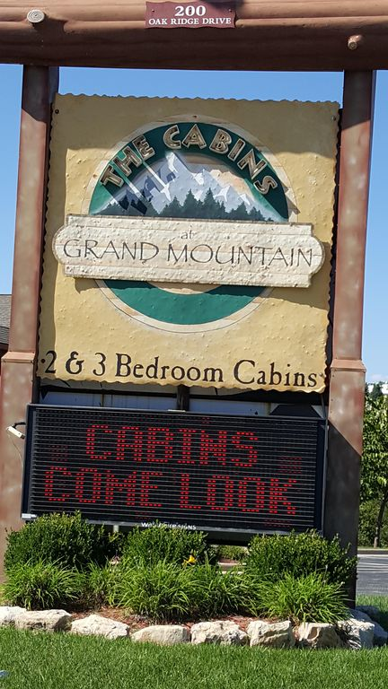 Branson Theatre District Cabin Rental   The Cabins At Grand Mountain Sign  Welcoming You As You