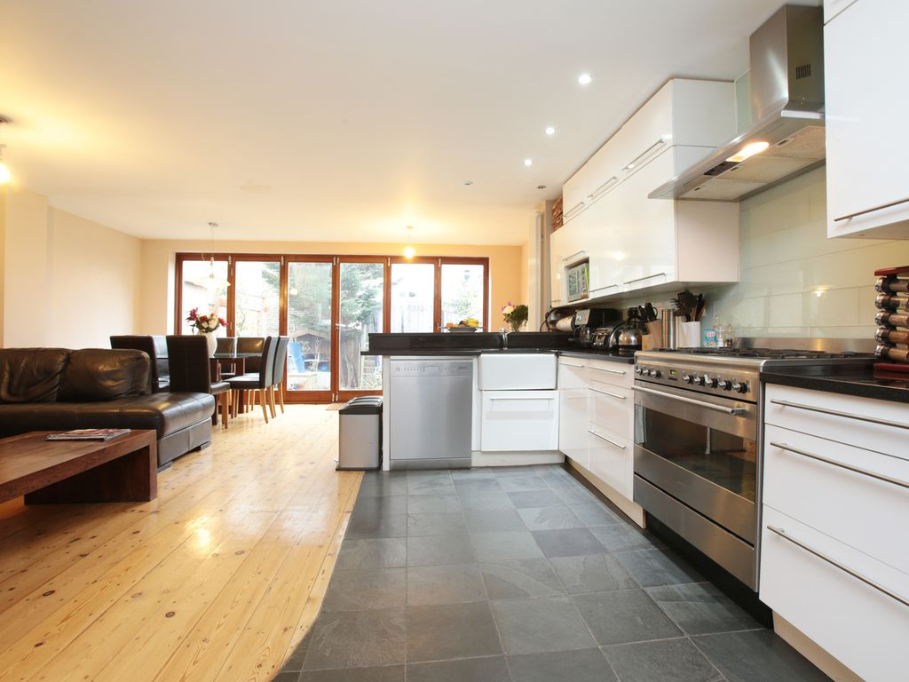 Up To 20  Off- Contemporary 5 Bed Family Ho