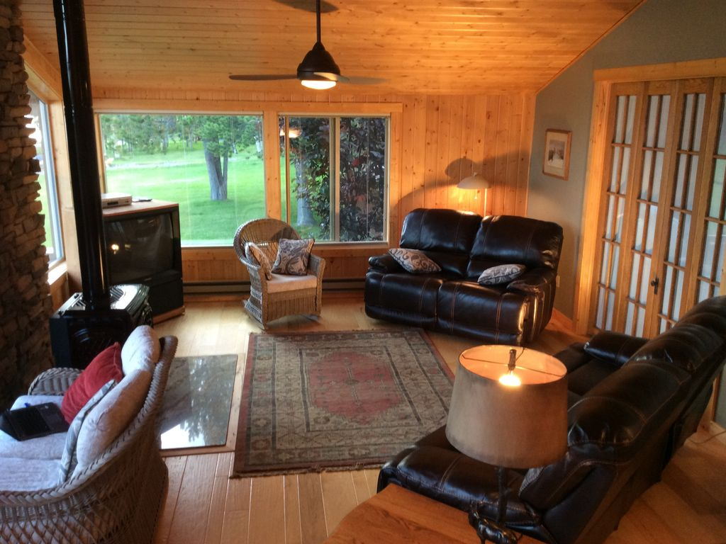 New To The Rental Market. Elegant Lake Front Cabin 20 Minutes To Yellowstone NP