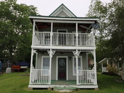 This charming lake cottage located in a peaceful, safe community right on the lake!