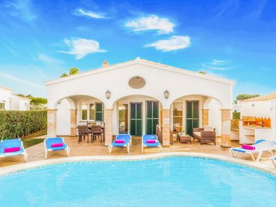 Photo for Villa Safron - lovely villa with private pool, Wi-Fi & A/C - close to shops
