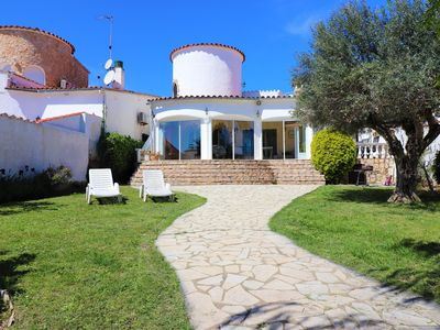 Photo for Attractive detached villa on the wide canal with A/C, WiFI, TV,  PRIVATE MOORING