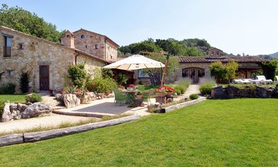 Photo for Luxury Umbrian Villa With Private Heated Pool,  Refined Details, Near Orvieto