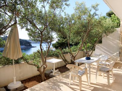 Photo for One bedroom apartment with terrace and sea view Hvar (A-4591-d)