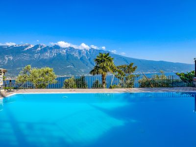 Photo for With a panoramic view and pool – Apartment Elka 7