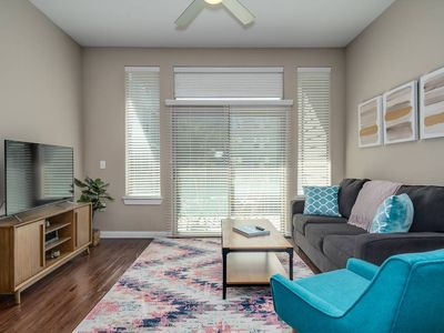Photo for Spacious 1/1 Apartment in Uptown Houston