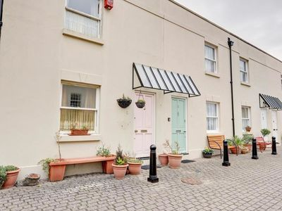 Photo for This cute little mews cottage in the heart of Brighton, conveniently located