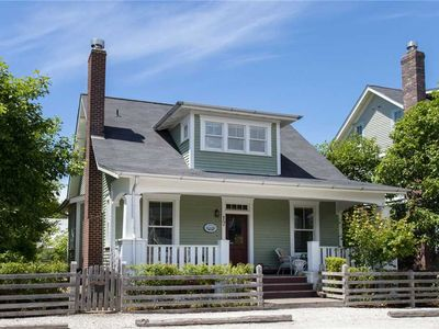 Photo for Coasting: 4 BR / 4.5 BA seabrook in Pacific Beach, Sleeps 10
