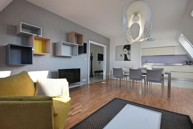 Spacious living room with sitting area