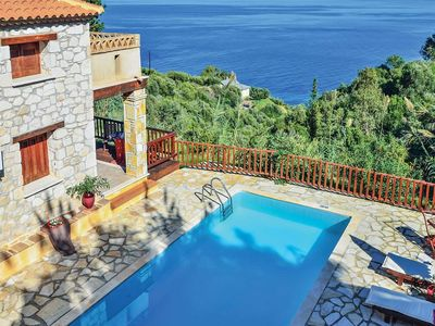 Photo for Well-appointed villa with amazing view of the sea and coast, a pool and Wi-Fi