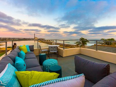 Incredible Beach Home, Ocean Views, Jacuzzi + Rooftop Deck