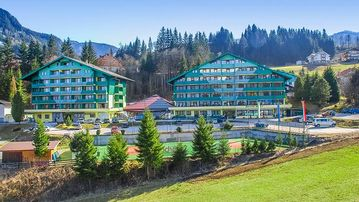 Family-Friendly Condos Nearby the Alps Ski Slopes w/ Indoor Heated Pool! - Two Bedroom - DRI