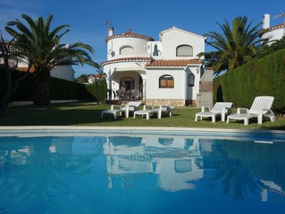 Photo for Villa i8 people, private protected pool, 300m from the beach, wifi