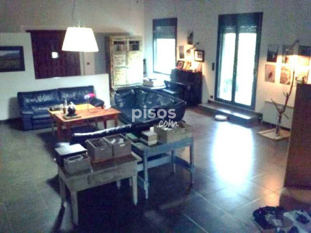 House in the countryside 2.5 km from Alpicat and 8 km from Lleida