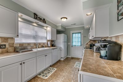 Fully equipped kitchen, Everything you need dishes, silverware!