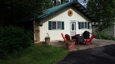 Cute country cabin. Close to lake and easy freeway access. Close to Spokane/CDA