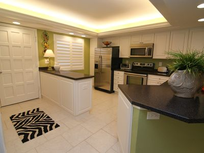 Photo for Lovely 2 bedroom, 2 bath Condo on Sanibel's East End