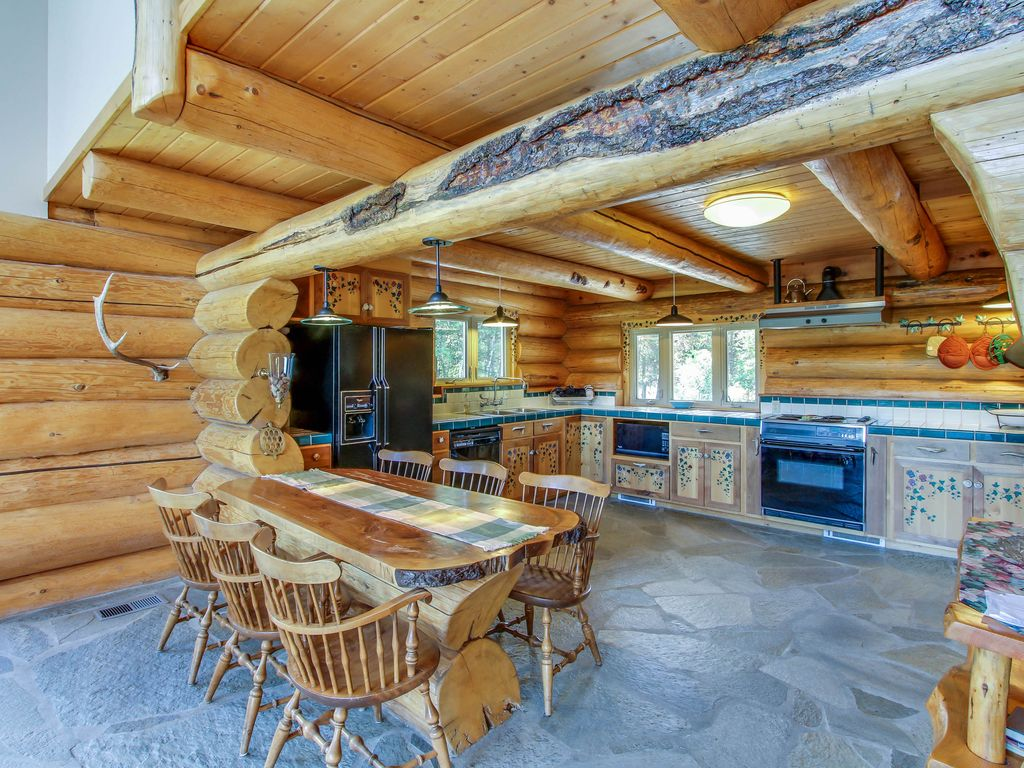 Gorgeous log cabin w private hot tub pond on five acres for Log cabin with hot tub one night stay