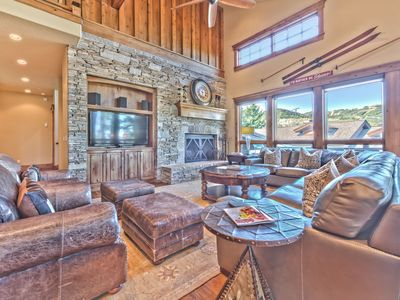 CDC Approved Cleaning! Pristine Mountain Home. Perfect for Families - Hot Tub, Theatre & Elevator