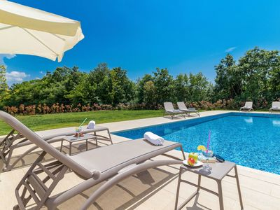 Photo for Wonderful private villa with hot tub, WIFI, private pool, A/C, TV, pets allowed and parking