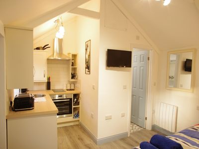 Photo for Pet friendly, getaway in the heart of the Lizard. Close to the beach