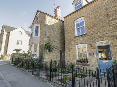 Photo for Victoria Cottage, CHIPPING NORTON