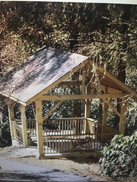 Adorable newer single family home nestled in the heart of Cashiers, NC!