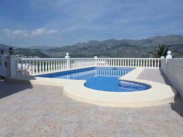 Beautiful traditional Spanish villa with private pool & wonderful mountain views