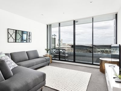 Photo for 3 Bedroom 2 Bathroom Apartment with River View in Melbourne CBD